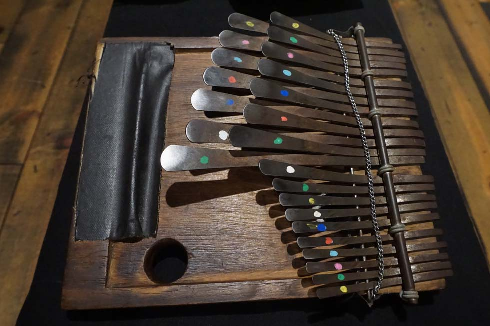 EW&Fが広めた民族楽器界のスター・親指ピアノ(2)