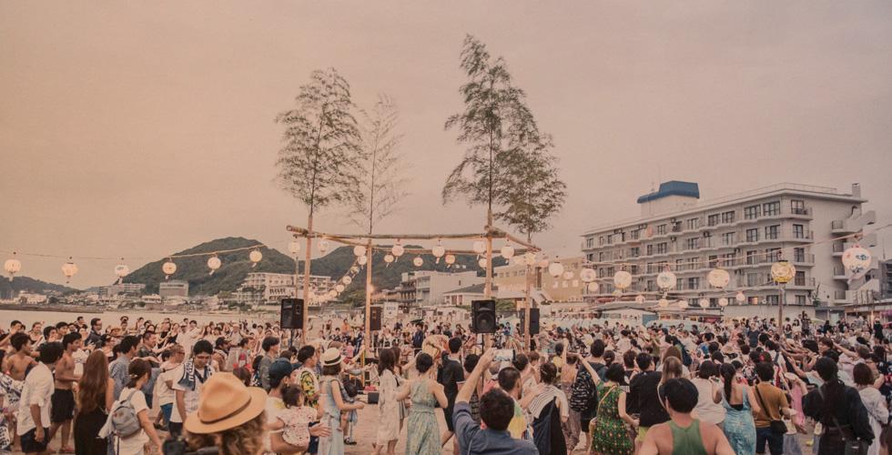 「まつりの作り方」生バンドで踊る浜辺の盆踊り~森戸の浜の盆踊り大会(神奈川県三浦郡)