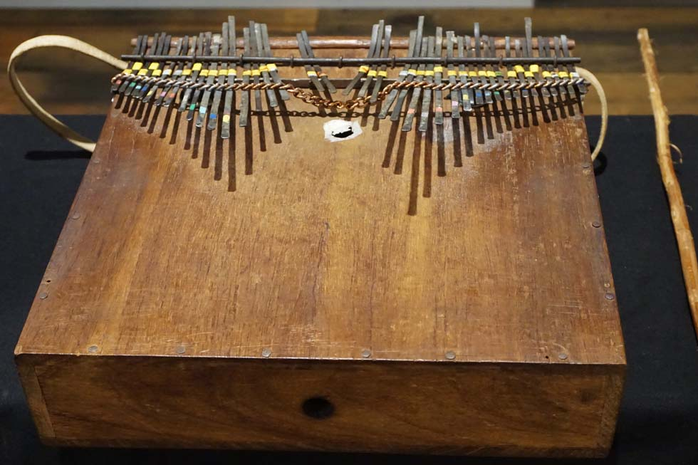 EW&Fが広めた民族楽器界のスター・親指ピアノ(1)