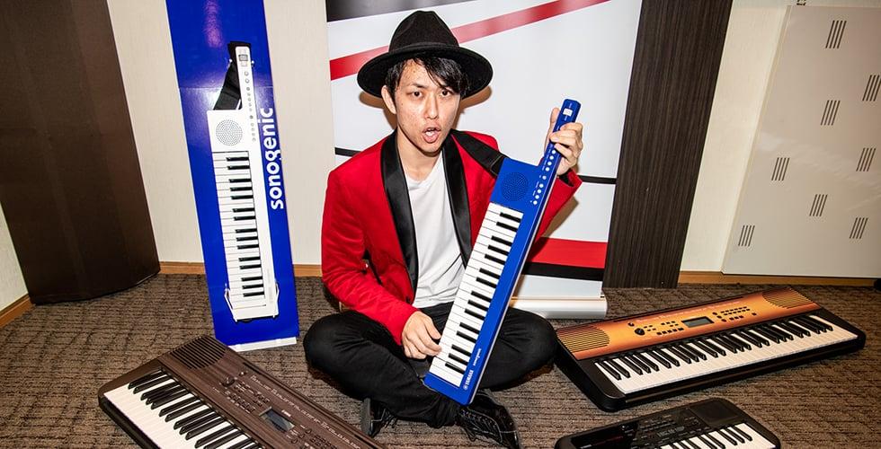 """楽器演奏大好き芸人""""西村ヒロチョ""""が弾く!話題のYamahaキーボード4モデル"""