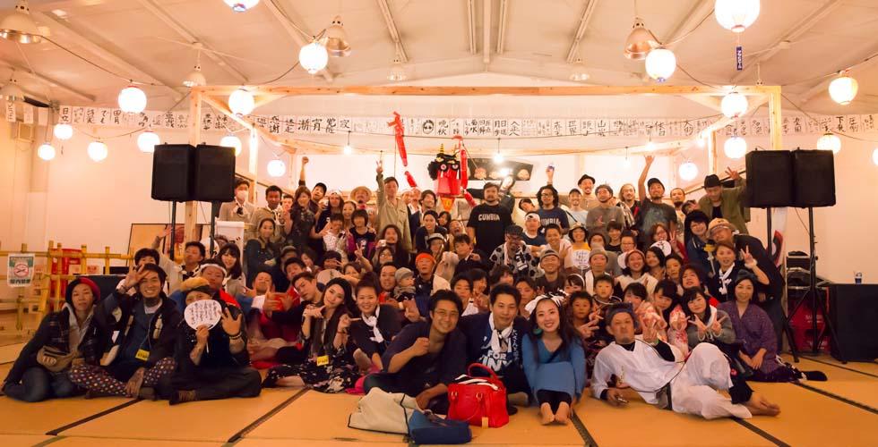 田川郡香春町のユニクロ跡地で行われた2016年の「オザシキオンガクフェスティバル」の模様